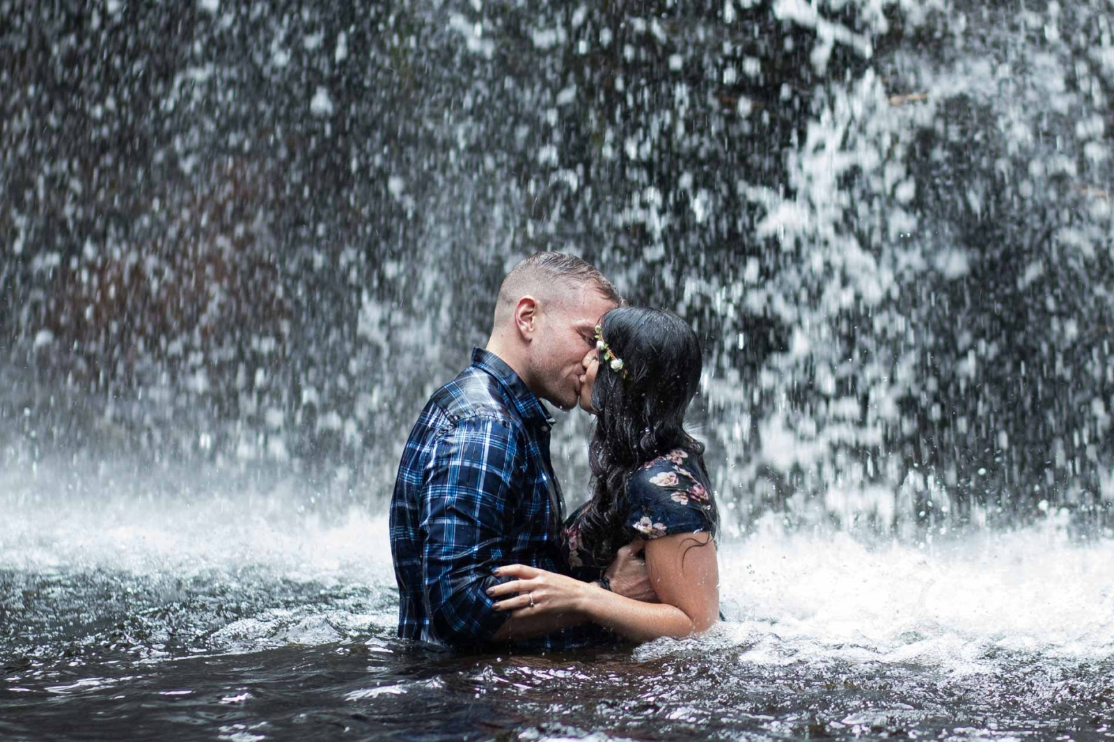 couple kissing in waterfall near Miramichi